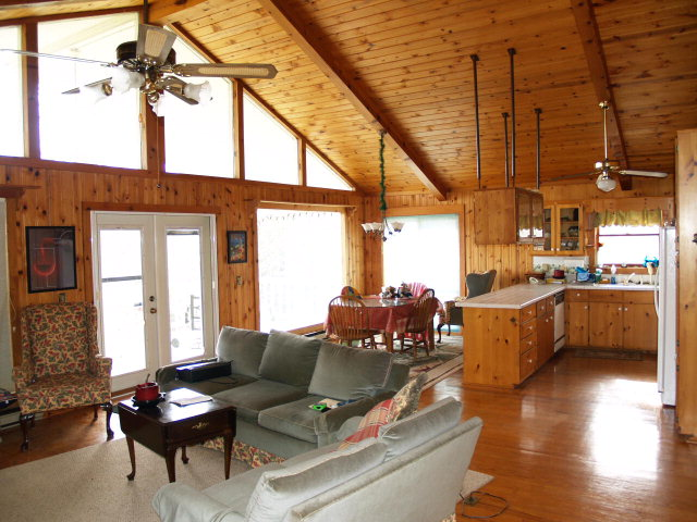 http://www.catcreek.com/mounthomes.html   beautiful home with great room